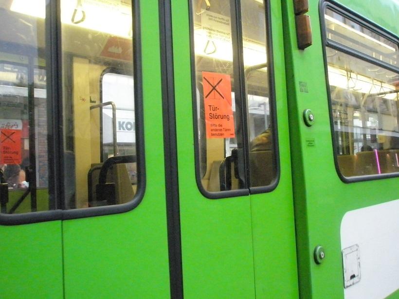Zug TW6000 Mai15 Türstörung.jpg