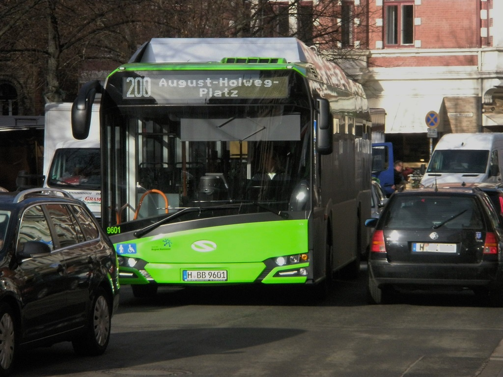 Elektrobus Lindener Marktplatz.jpg