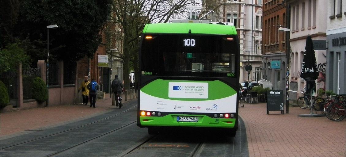 E-Bus mit Aufklebwer unsere Vision.jpg