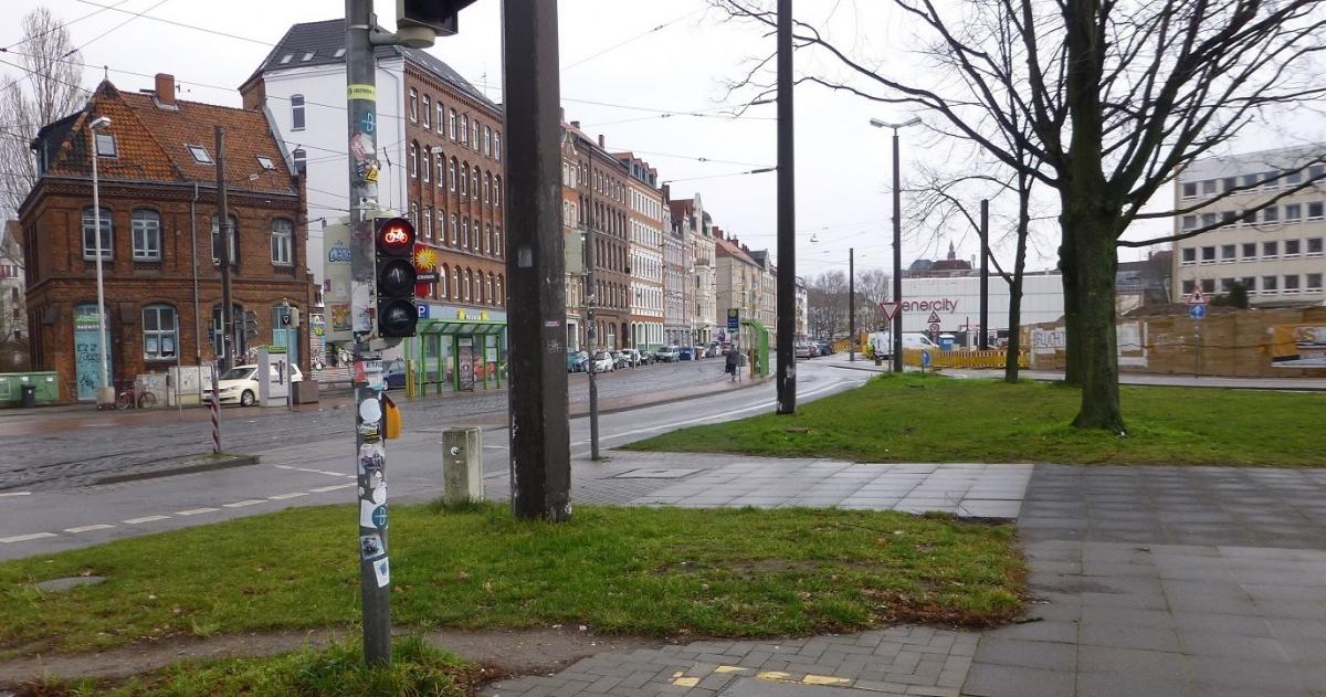 Proj 10 17 Baustellenschild Hochbahnsteig Glocksee Vergleichsbild2.jpg