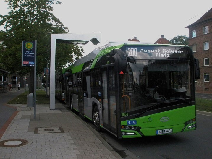2016 Solaris E-Bus AugHolwPl Ladestation (2).jpg